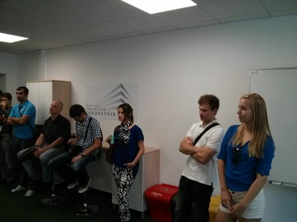 Obiskovalci so zavzeto prisluhnili predstavitvi prostorov